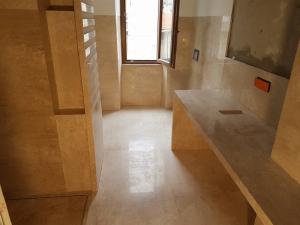 Bagno realizzato interamente in marmo