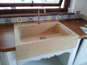 Lavello in marmo giallo egiziano, ad una sola vasca