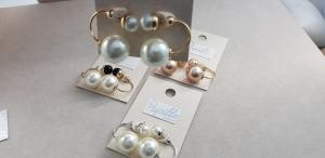 Orecchini alla moda con doppia perlina
