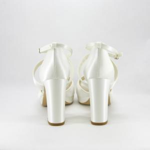 Sandalo sposa elegante da cerimonia con cinghietta incrociata in raso.