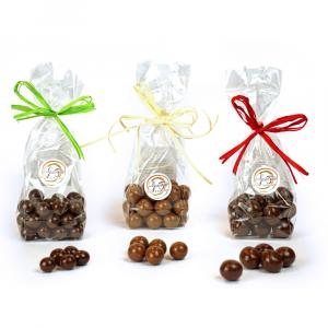 Mix di Dragèes, 3 confezioni da 100 grammi, n.1 nocciola ricoperta di cioccolato al latte, n.1 chicco di caffè ricoperto di cioccolato fondente, n.1 ciliegia ricoperta di cioccolato fondente