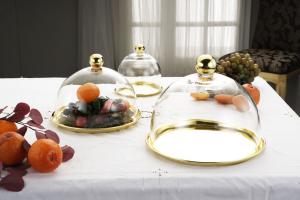 Piatto gold con campana stile Cardinale dorato cm.16h diam.16