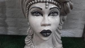 Testa di moro donna bianco antico