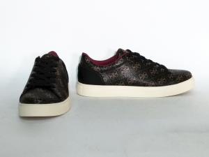 Sneaker marrone logata Guess
