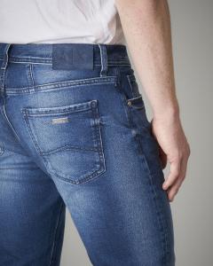 Jeans J13 slim-fit lavaggio medio con abrasioni