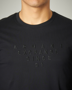 T-shirt nera in cotone a manica lunga