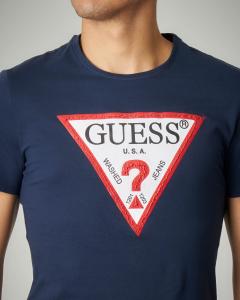T-shirt blu con logo triangolo