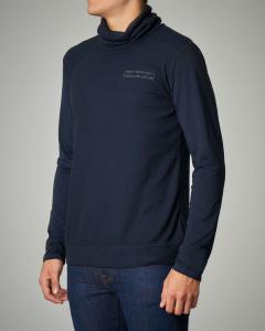 T-shirt blu a manica lunga e collo alto