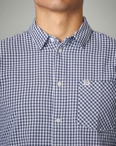 Camicia bianca e blu a quadretti