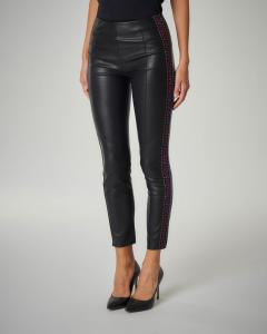 Pantalone in ecopelle con banda laterale