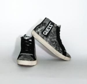 Sneaker nera Guess