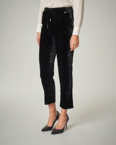 Pantaloni neri in velluto con elastico in vita