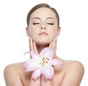 Pulizia viso (più semipermanente mani e sopracciglia)
