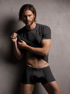 T-shirt uomo in modal ottenuto dalle fibre del faggio, colore nero. Zenzero'