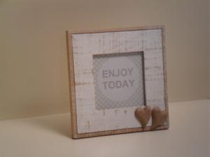 Portafoto quadrata bianca in legno con cuori stile Shabby Chic cm.17x17