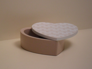 Scatola Cuore Portagioie Beige con coperchio apribile Bianco stile Shabby Chic cm.12x12,5x5h