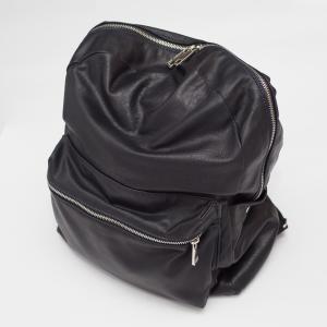 Zaino da donna in morbida nappa, nero, di realizzazzione artigianale. Key G.