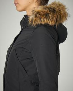 Parka colore blu con cappuccio con bordo in pelliccia