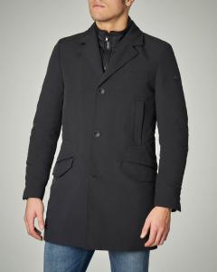 Cappotto impermeabile nero con davantino