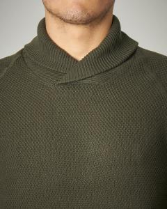 Maglia verde in cotone con collo a scialle
