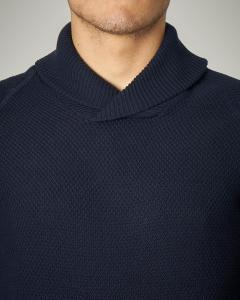 Maglia blu in cotone con collo a scialle