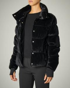 Piumino nero in velluto con cappuccio e pochette coordinata