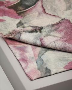 Sciarpa rosa in lana e seta a fantasia floreale