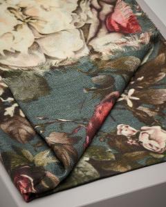 Sciarpa ottanio in lana e seta a fantasia floreale
