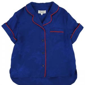 Maglia da pigiama blu con strisce rosse