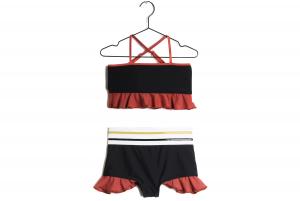 Costume da bagno nero con volant rossi