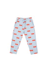 Pantalone celeste con stampe rettangoli rossi