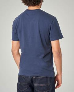 T-shirt blu con logo e scritte circolari