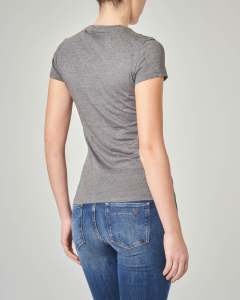T-shirt grigia scollo a V e scritta con strass
