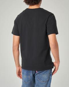 T-shirt nera con logo batwing bianco