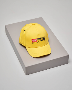 Berretto giallo con frontino e logo vintage