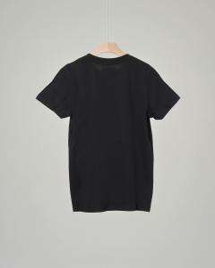 T-shirt nera con logo batwing