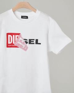 T-shirt bianca con logo sovrapposto