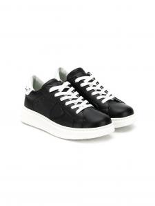 Scarpe nere con lacci e suola bianchi