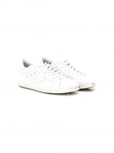 Scarpe bianche con lacci