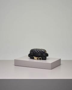 Marsupio in ecopelle effetto matellassè nero con micro borchie oro