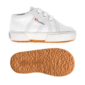 Scarpe bianche con lacci e suola in gomma
