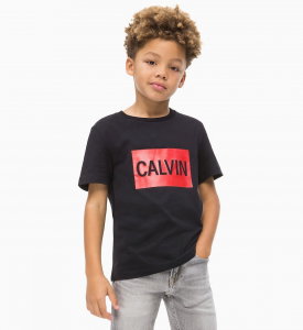 T-Shirt nera con stampa rettangolo rosso