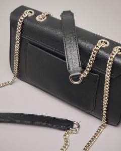 Cross bag rettangolare colore nero con tracolla a catena regolabile