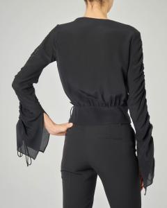 Blusa nera in seta con scollo a V e maniche lunghe