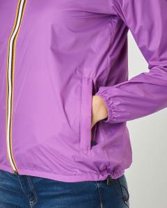 Giubbino impermeabile color ciclamino vestibilità regular con cappuccio
