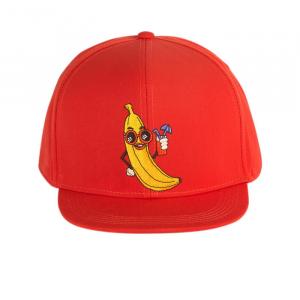 Cappellino rosso con stampa banana gialla