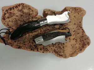 Coltello sardo portachiavi a forma di Sardegna