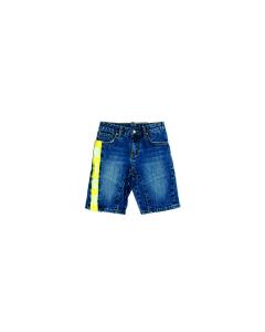 Pantaloncino di jeans con banda gialla e scritta bianca