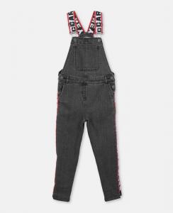 Salopette nera di jeans con bretelle e bande multicolore