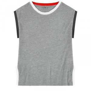 T-Shirt grigia con dettagli rossi, neri e bianchi